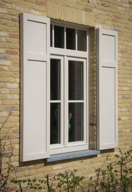 Windowmakers gealan pvc ramen met slagluiken